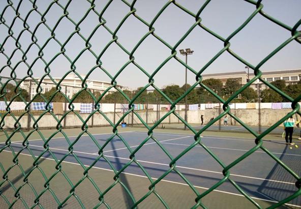 首页> 校内                  (ps:高清大图找司令啊)   2.网球场.