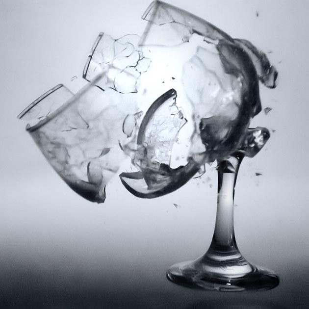 光摔玻璃杯不够,你还差本撩汉手册图片